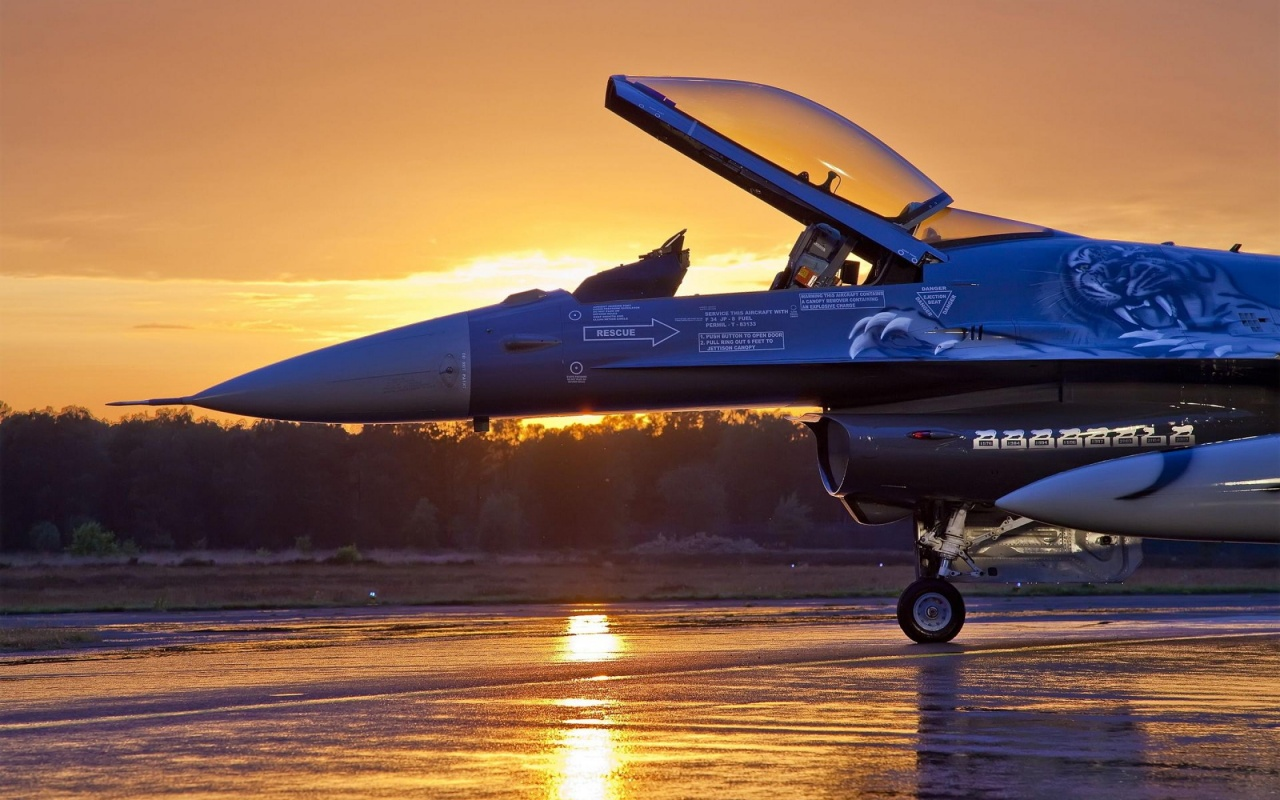 F-16 Falcon at Sunset